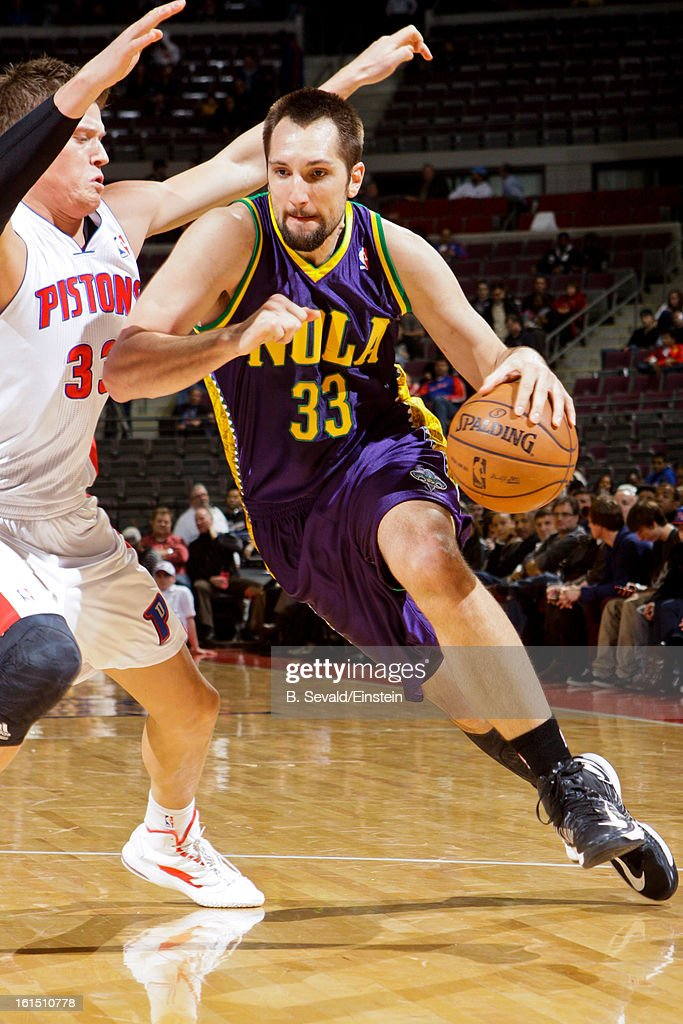 Ryan Anderson #33 of the New Orleans Hornets drives against <a gi-track='captionPersonalityLinkClicked' href=/galleries/search?phrase=Jonas+Jerebko&family=editorial&specificpeople=5942357 ng-click='$event.stopPropagation()'>Jonas Jerebko</a> #33 of the Detroit Pistons on February 11, 2013 at The Palace of Auburn Hills in Auburn Hills, Michigan.