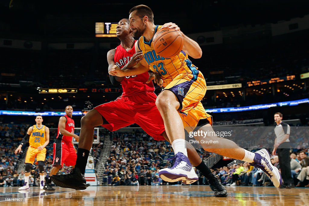 Ryan Anderson #33 of the New Orleans Hornets drives the ball arount Ed Davis #32 of the Toronto Raptors at New Orleans Arena on December 28, 2012 in New Orleans, Louisiana.