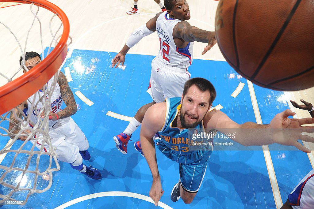 Ryan Anderson #33 of the New Orleans Hornets drives to the basket against the Los Angeles Clippers at Staples Center on December 19, 2012 in Los Angeles, California.