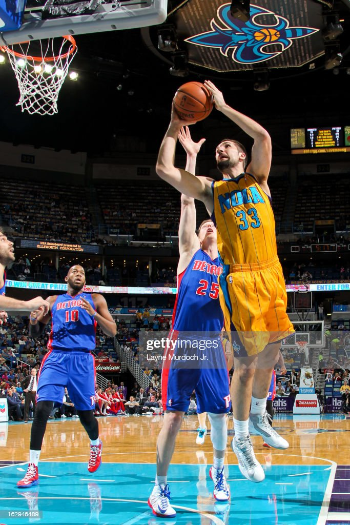 Ryan Anderson #33 of the New Orleans Hornets drives to the basket against Kyle Singler #25 of the Detroit Pistons on March 1, 2013 at the New Orleans Arena in New Orleans, Louisiana.