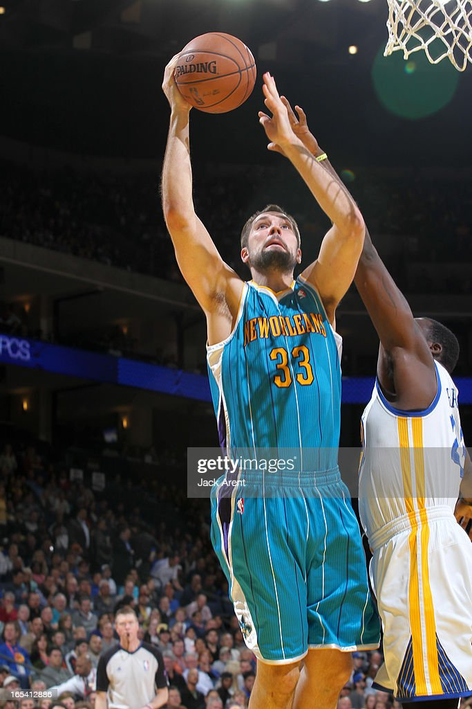 Ryan Anderson #33 of the New Orleans Hornets drives to the basket against <a gi-track='captionPersonalityLinkClicked' href=/galleries/search?phrase=Draymond+Green&family=editorial&specificpeople=5628054 ng-click='$event.stopPropagation()'>Draymond Green</a> #23 of the Golden State Warriors on April 3, 2013 at Oracle Arena in Oakland, California.