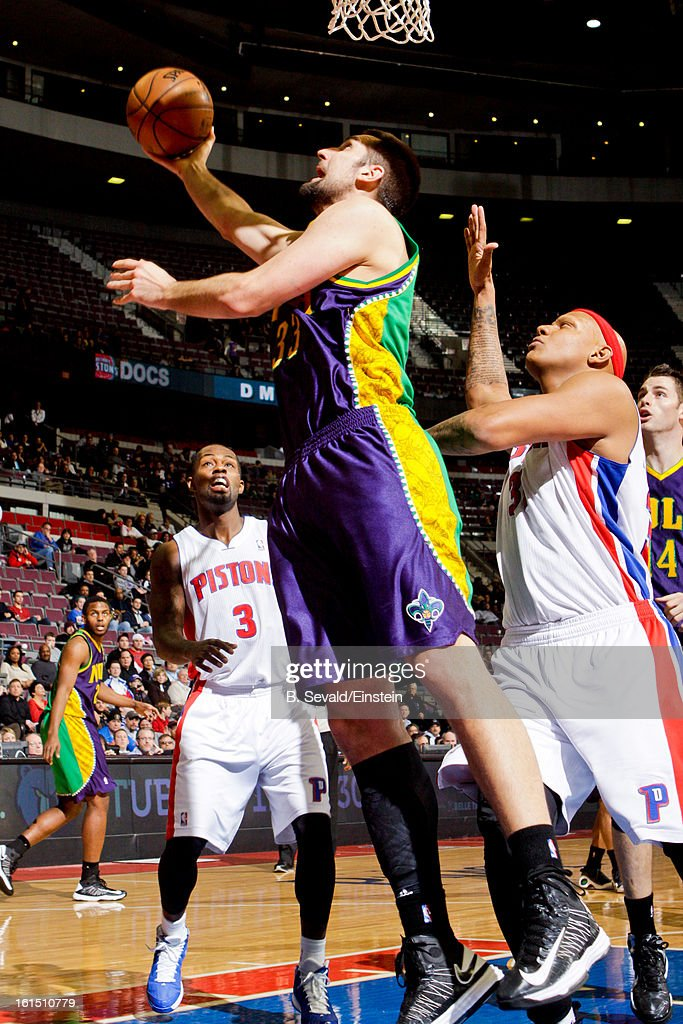 Ryan Anderson #33 of the New Orleans Hornets shoots a layup against <a gi-track='captionPersonalityLinkClicked' href=/galleries/search?phrase=Charlie+Villanueva&family=editorial&specificpeople=215189 ng-click='$event.stopPropagation()'>Charlie Villanueva</a> #31 of the Detroit Pistons on February 11, 2013 at The Palace of Auburn Hills in Auburn Hills, Michigan.