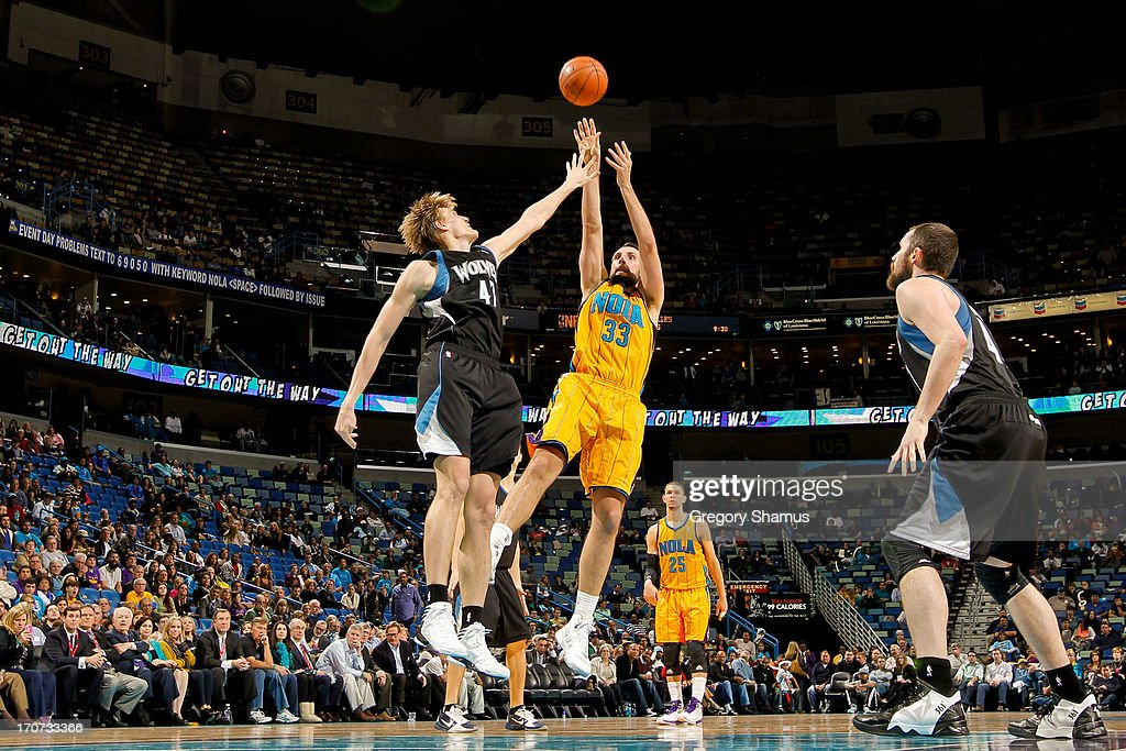 Ryan Anderson #33 of the New Orleans Hornets shoots against <a gi-track='captionPersonalityLinkClicked' href=/galleries/search?phrase=Andrei+Kirilenko&family=editorial&specificpeople=201909 ng-click='$event.stopPropagation()'>Andrei Kirilenko</a> #47 of the Minnesota Timberwolves on December 14, 2012 at the New Orleans Arena in New Orleans, Louisiana.