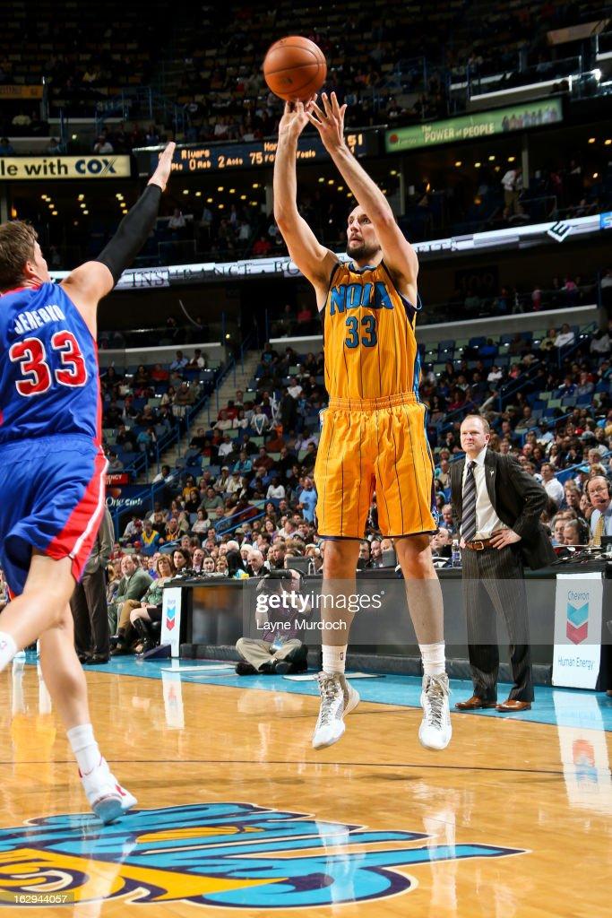 Ryan Anderson #33 of the New Orleans Hornets shoots against Jonas Jerebko #33 of the Detroit Pistons on March 1, 2013 at the New Orleans Arena in New Orleans, Louisiana.