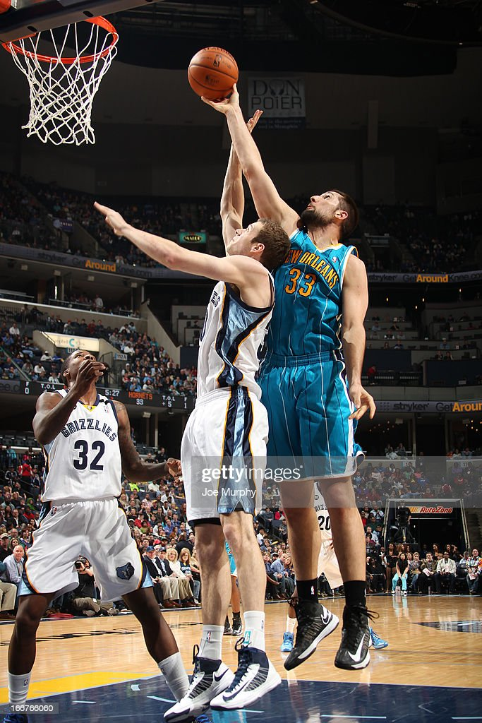 Ryan Anderson #33 of the New Orleans Hornets tips up a shot against <a gi-track='captionPersonalityLinkClicked' href=/galleries/search?phrase=Jon+Leuer&family=editorial&specificpeople=4630766 ng-click='$event.stopPropagation()'>Jon Leuer</a> #30 of the Memphis Grizzlies on March 9, 2013 at FedExForum in Memphis, Tennessee.