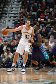 Ryan Anderson of the New Orleans Pelicans defends the ball against the Charlotte Hornets during the game on January 15 2016 at Smoothie King Center...