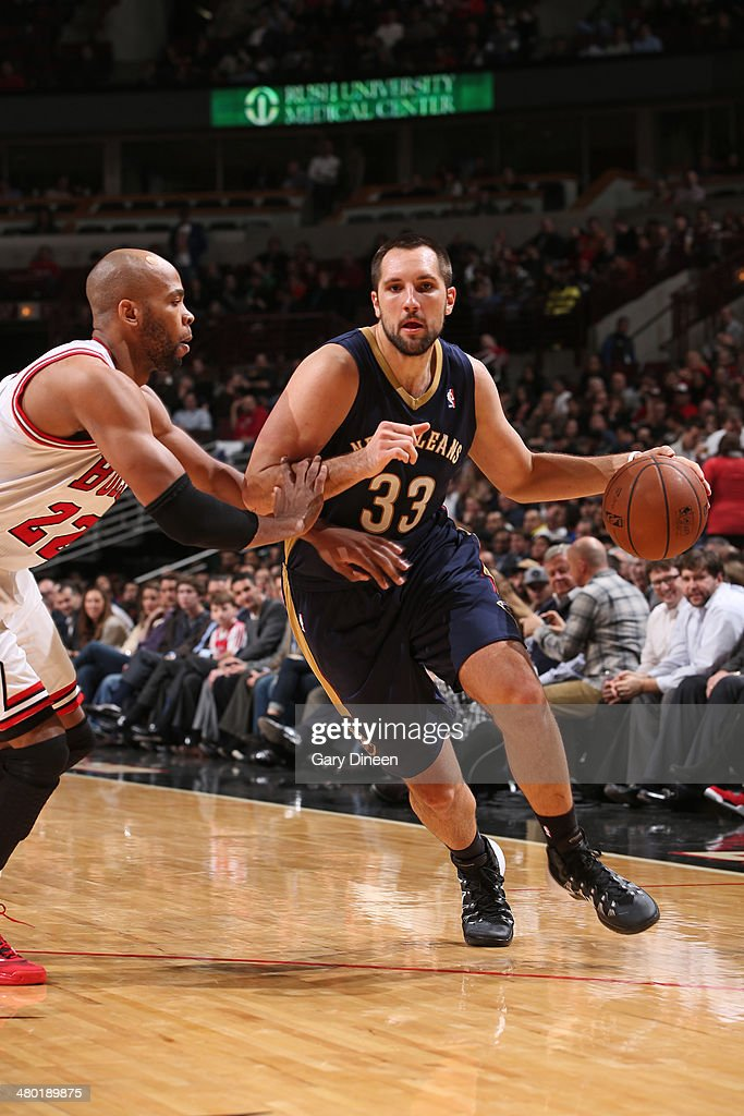 Ryan Anderson #33 of the New Orleans Pelicans drives against the Chicago Bulls on December 2, 2013 at the United Center in Chicago, Illinois.