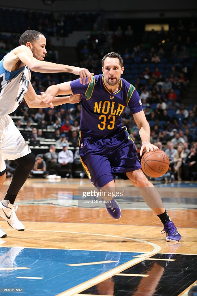 <a gi-track='captionPersonalityLinkClicked' href=/galleries/search?phrase=Ryan+Anderson+-+Basketball+Player+-+Born+1988&family=editorial&specificpeople=4778731 ng-click='$event.stopPropagation()'>Ryan Anderson</a> #33 of the New Orleans Pelicans drives to the basket against the Minnesota Timberwolves during the game on February 8, 2016 at Target Center in Minneapolis, Minnesota.