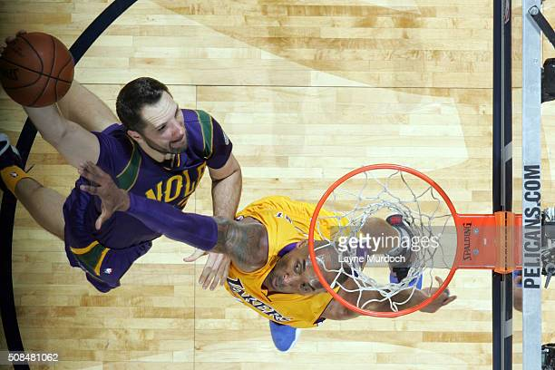 Ryan Anderson of the New Orleans Pelicans goes to the basket against Kobe Bryant of the Los Angeles Lakers on February 4 2016 at the Smoothie King...