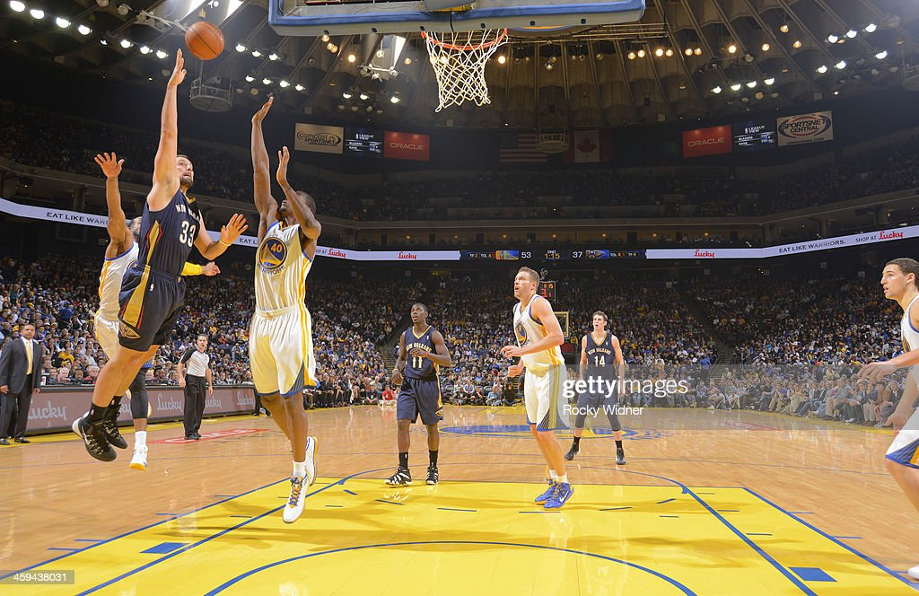 Ryan Anderson #33 of the New Orleans Pelicans shoots against <a gi-track='captionPersonalityLinkClicked' href=/galleries/search?phrase=Harrison+Barnes&family=editorial&specificpeople=6893973 ng-click='$event.stopPropagation()'>Harrison Barnes</a> #40 of the Golden State Warriors on December 17, 2013 at Oracle Arena in Oakland, California.