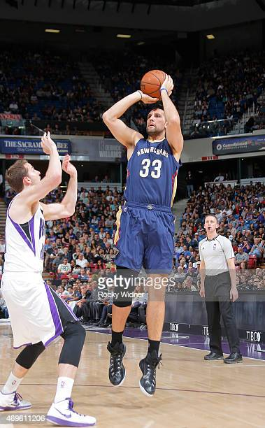 Ryan Anderson of the New Orleans Pelicans shoots against Nik Stauskas of the Sacramento Kings on April 3 2015 at Sleep Train Arena in Sacramento...