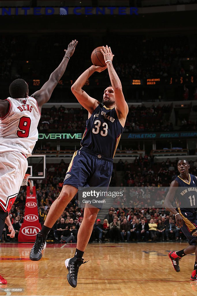 Ryan Anderson #33 of the New Orleans Pelicans shoots against the Chicago Bulls on December 2, 2013 at the United Center in Chicago, Illinois.