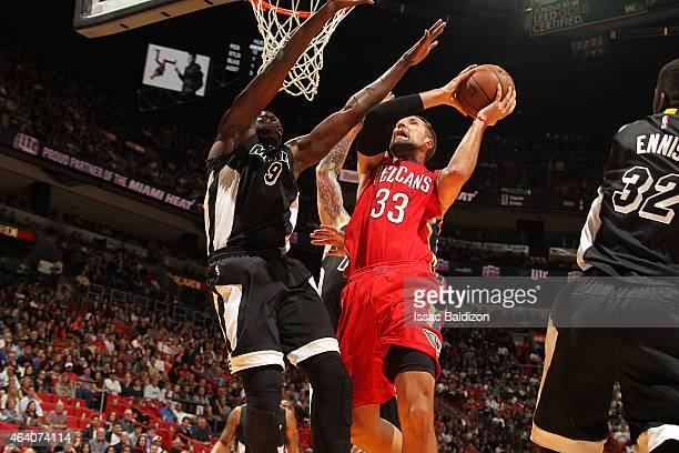 Ryan Anderson of the New Orleans Pelicans shoots the ball against the Miami Heat during the game on February 21 2015 at AmericanAirlines Arena in...