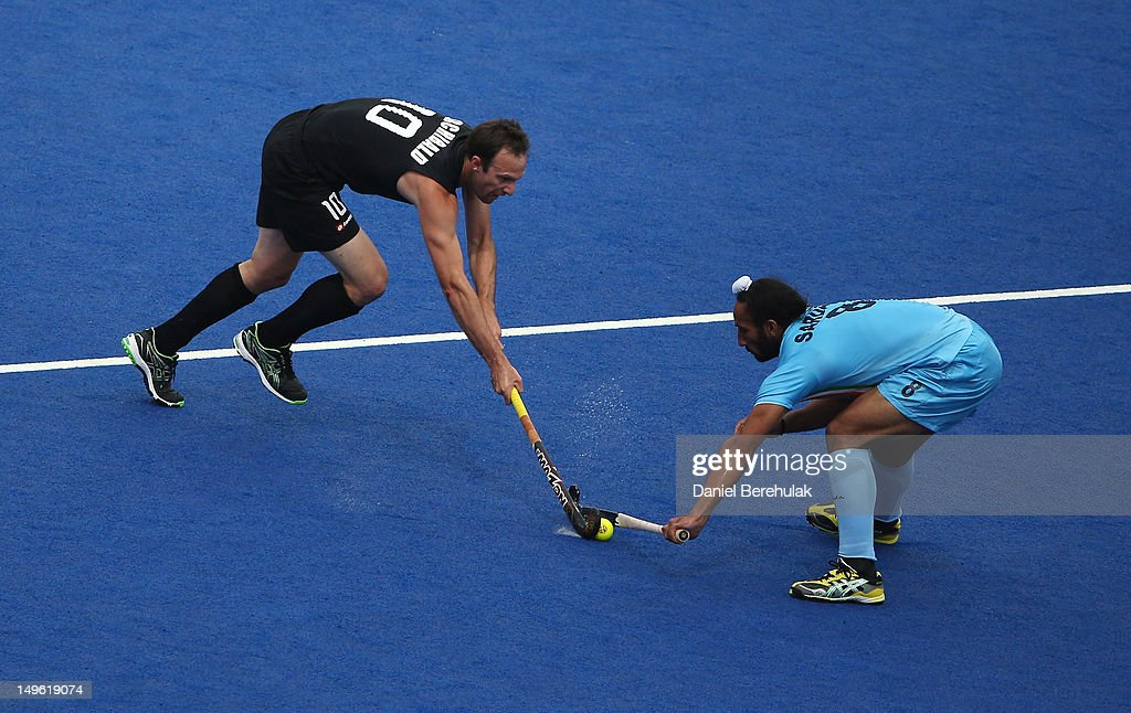 <a gi-track='captionPersonalityLinkClicked' href=/galleries/search?phrase=Ryan+Archibald&family=editorial&specificpeople=561694 ng-click='$event.stopPropagation()'>Ryan Archibald</a> of New Zealand challenges Sardar Singh of India for the ball on Day 5 of the London 2012 Olympic Games at Riverbank Arena on August 1, 2012 in London, England.