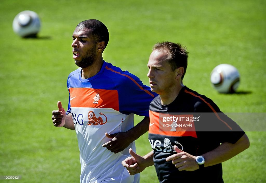 Ryan Babel (L) of the Dutch national football team during a training session in Seefeld in Austria on Monday 24 May 2010. The Dutch team is preparing for the FIFA World Cup in South-Africa. AFP PHOTO/ANP/KOEN VAN WEEL -netherlands out - belgium out-