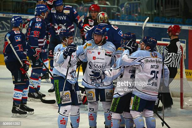 Ryan Bayda of Straubing celebrates his team's first goal with team mates during the DEL match between Adler Mannheim and Straubing Tigers at SAP...