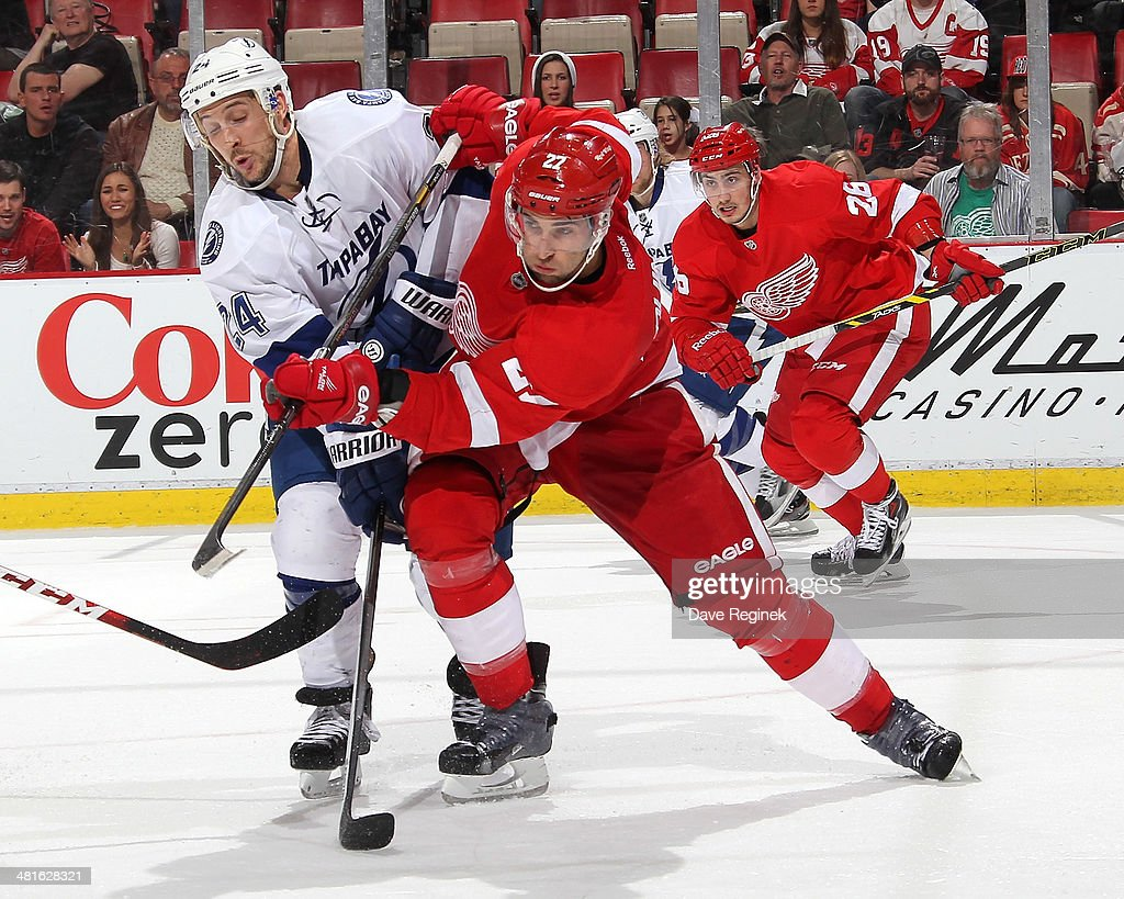 <a gi-track='captionPersonalityLinkClicked' href=/galleries/search?phrase=Ryan+Callahan&family=editorial&specificpeople=809690 ng-click='$event.stopPropagation()'>Ryan Callahan</a> #24 of the Tampa Bay Lightning and <a gi-track='captionPersonalityLinkClicked' href=/galleries/search?phrase=Kyle+Quincey&family=editorial&specificpeople=2234340 ng-click='$event.stopPropagation()'>Kyle Quincey</a> #27 of the Detroit Red Wings battle for position during an NHL game on March 30, 2014 at Joe Louis Arena in Detroit, Michigan. Detroit defeated Tampa Bay 3-2
