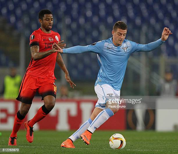 Ryan Donk of Galatasaray competes for the ball with Sergej Milinkovic of SS Lazio during the UEFA Europa League Round of 32 second leg match between...
