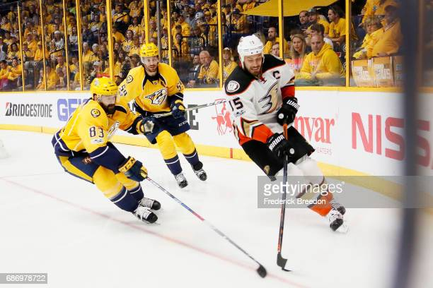 Ryan Getzlaf of the Anaheim Ducks and Vernon Fiddler of the Nashville Predators vie for the puck during the second period in Game Six of the Western...