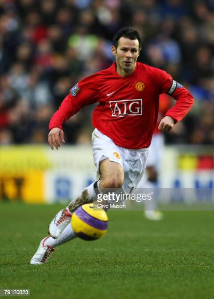 Ryan Giggs of Manchester United in action during the Barclays Premier League match between Reading and Manchester United at The Madejski Stadium on...