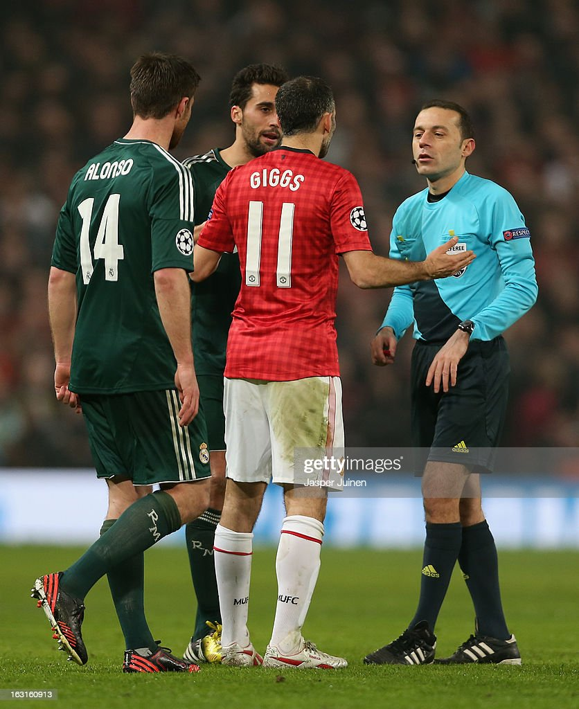 <a gi-track='captionPersonalityLinkClicked' href=/galleries/search?phrase=Ryan+Giggs&family=editorial&specificpeople=201666 ng-click='$event.stopPropagation()'>Ryan Giggs</a> of Manchester United protests to Referee Bahattin Duran after he sent off Nani of Manchester United during the UEFA Champions League Round of 16 Second leg match between Manchester United and Real Madrid at Old Trafford on March 5, 2013 in Manchester, United Kingdom.