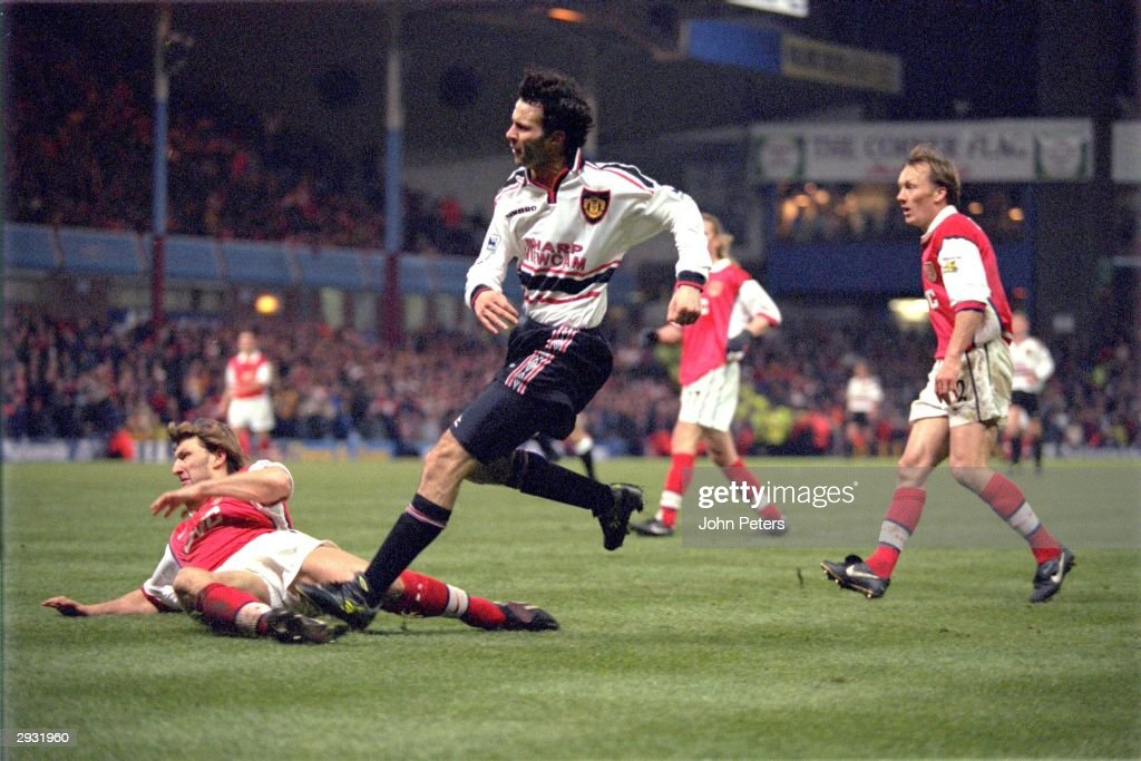 Ryan Giggs of Manchester United scores the winning goal for Manchester United in extra time during the FA Cup semi-final between Arsenal v Manchester United at Villa Park on April 4, 1999 in Birmingham, England. Arsenal 1 Manchester United 2