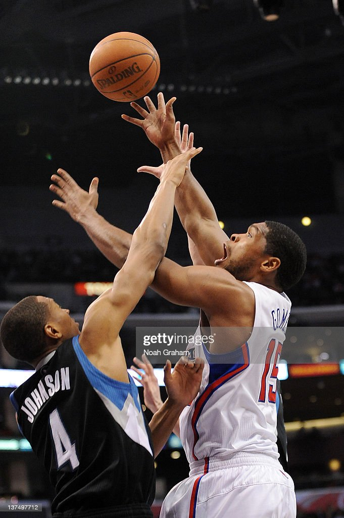 <a gi-track='captionPersonalityLinkClicked' href=/galleries/search?phrase=Ryan+Gomes&family=editorial&specificpeople=556266 ng-click='$event.stopPropagation()'>Ryan Gomes</a> #15 of the Los Angeles Clippers goes to the basket against <a gi-track='captionPersonalityLinkClicked' href=/galleries/search?phrase=Wesley+Johnson+-+Joueur+de+basketball&family=editorial&specificpeople=4184049 ng-click='$event.stopPropagation()'>Wesley Johnson</a> #4 of the Minnesota Timberwolves at Staples Center on January 20, 2012 in Los Angeles, California.