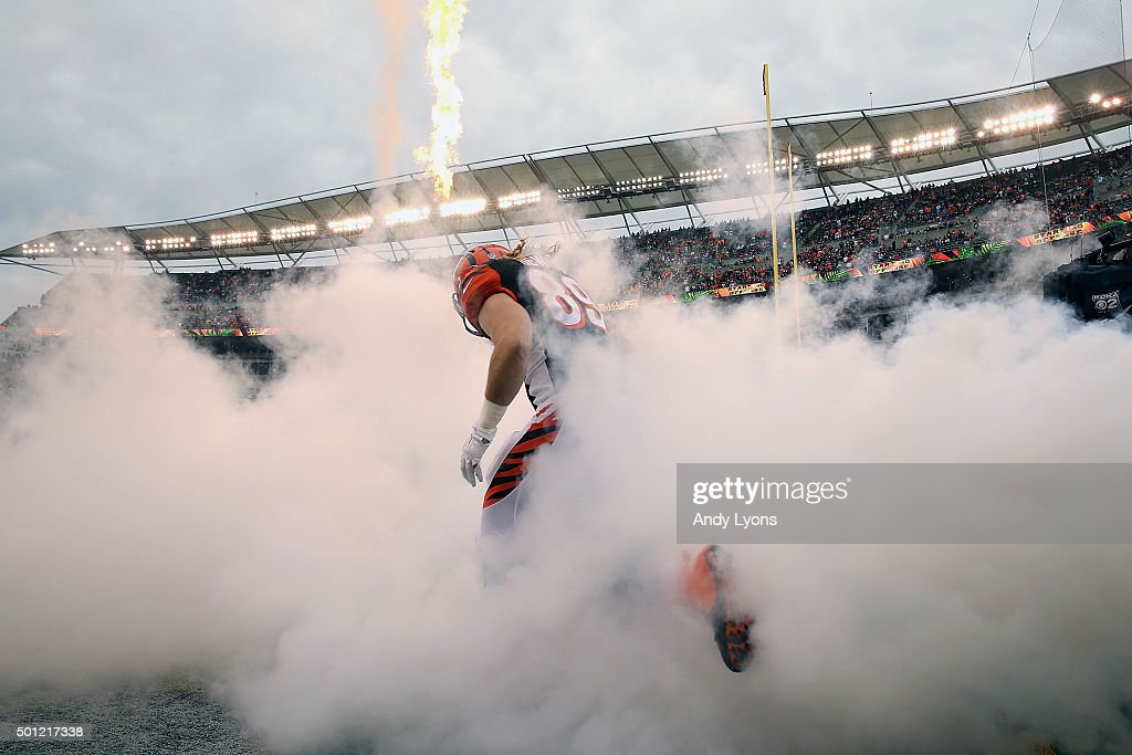 Ryan Hewitt #89 of the Cincinnati Bengals runs on to the field while being introduced prior to the start of the game against the Pittsburgh Steelers at Paul Brown Stadium on December 13, 2015 in Cincinnati, Ohio.