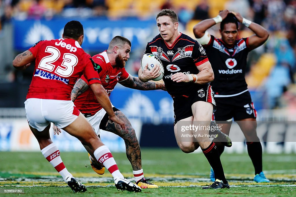 Ryan Hoffman of the Warriors makes a run against Benji Marshall and Josh Dugan of the Dragons during the round nine NRL match between the New Zealand Warriors and the St George Illawarra Dragons at Mt Smart Stadium on May 1, 2016 in Auckland, New Zealand.