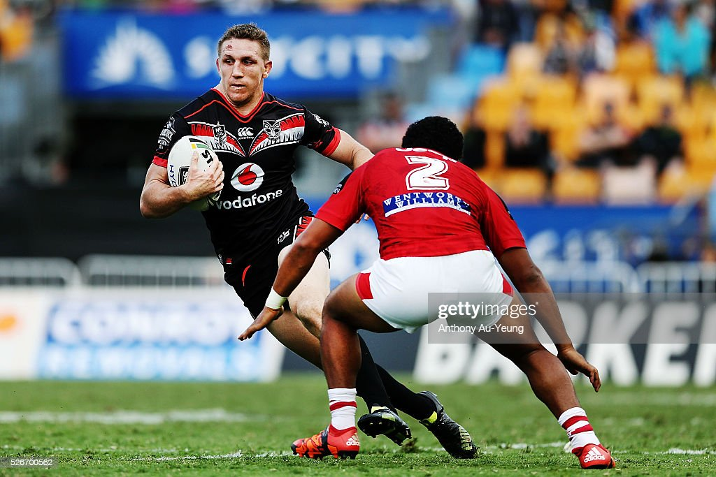 Ryan Hoffman of the Warriors makes a run against Kalifa Faifai Loa of the Dragons the round nine NRL match between the New Zealand Warriors and the St George Illawarra Dragons at Mt Smart Stadium on May 1, 2016 in Auckland, New Zealand.