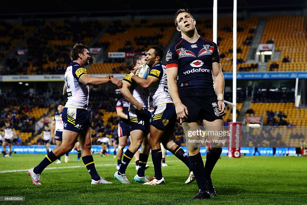 Ryan Hoffman of the Warriors reacts as Justin O'Neill of the Cowboys celebrates a try with his teammates during the round 24 NRL match between the New Zealand Warriors and the North Queensland Cowboys at Mt Smart Stadium on August 22, 2015 in Auckland, New Zealand.