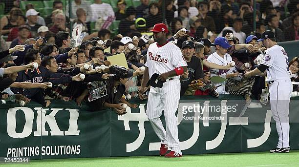 Ryan Howard of of the Philadelphia Phillies and David Wright of New York Mets are seen during the Aeon All Star Series Day 5 MLB v Japan AllStars at...