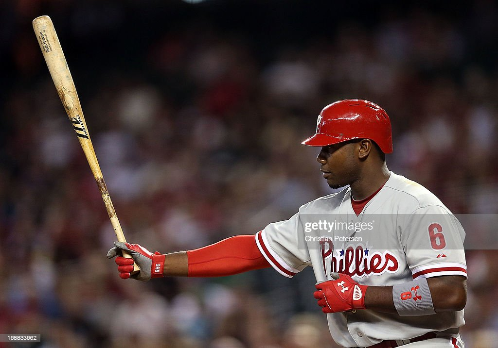 <a gi-track='captionPersonalityLinkClicked' href=/galleries/search?phrase=Ryan+Howard&family=editorial&specificpeople=551402 ng-click='$event.stopPropagation()'>Ryan Howard</a> #6 of the Philadelphia Phillies bats against the Arizona Diamondbacks during the MLB game at Chase Field on May 10, 2013 in Phoenix, Arizona. The Diamondbacks defeated the Phillies 3-2.