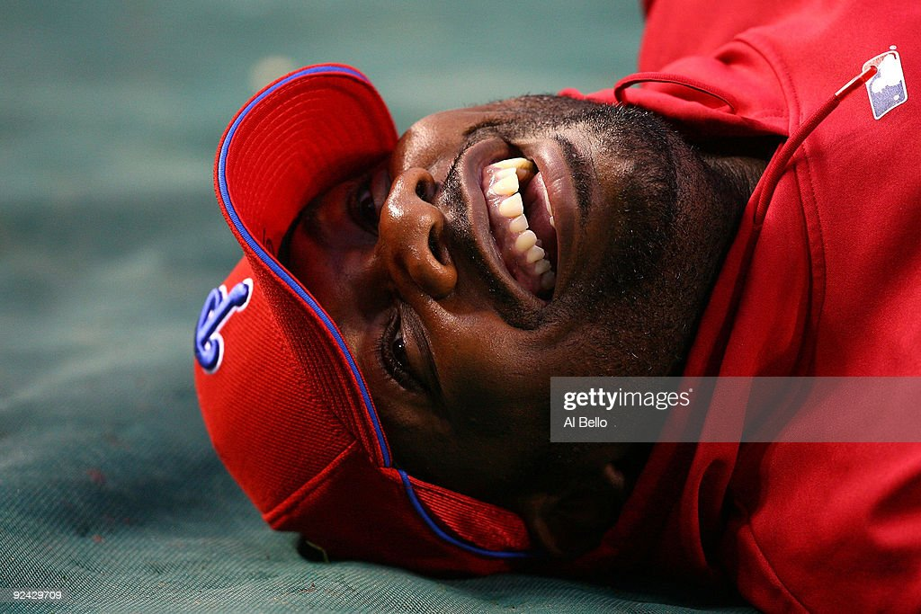 <a gi-track='captionPersonalityLinkClicked' href=/galleries/search?phrase=Ryan+Howard&family=editorial&specificpeople=551402 ng-click='$event.stopPropagation()'>Ryan Howard</a> #6 of the Philadelphia Phillies laughs during batting practice against the New York Yankees in Game One of the 2009 MLB World Series at Yankee Stadium on October 28, 2009 in the Bronx borough of New York City.