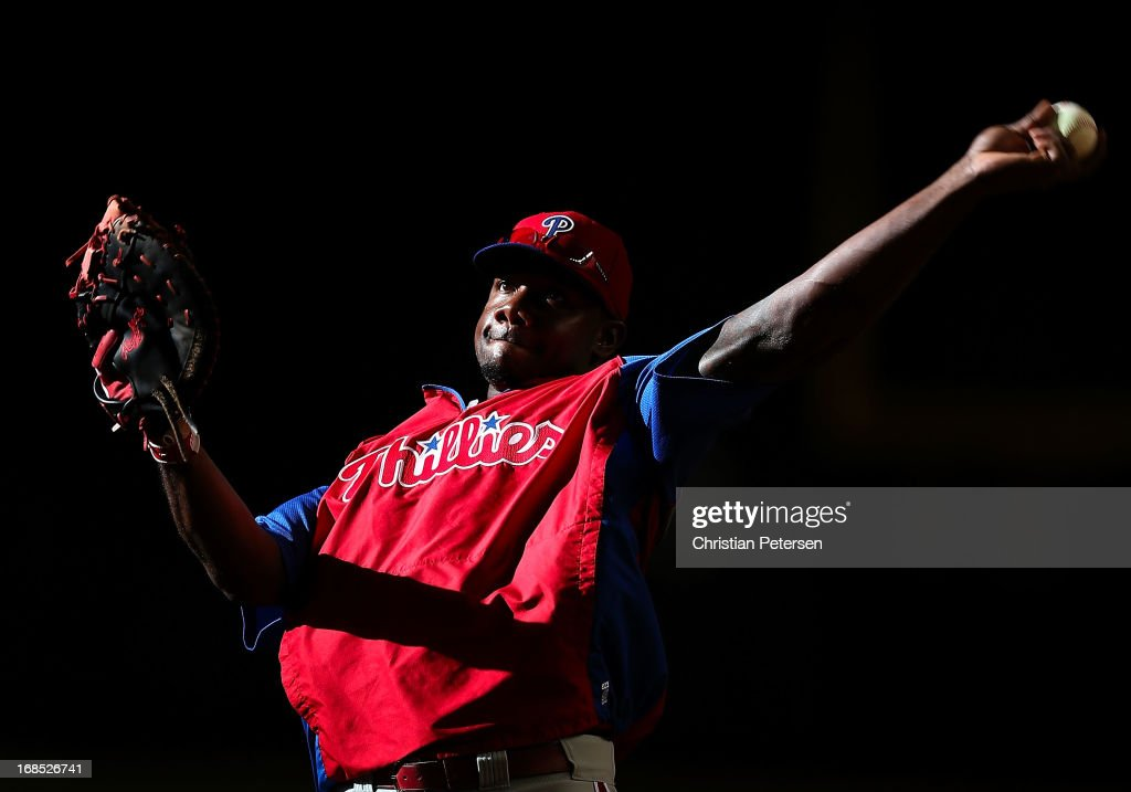 <a gi-track='captionPersonalityLinkClicked' href=/galleries/search?phrase=Ryan+Howard&family=editorial&specificpeople=551402 ng-click='$event.stopPropagation()'>Ryan Howard</a> #6 of the Philadelphia Phillies warms up before the MLB game against the Arizona Diamondbacks at Chase Field on May 10, 2013 in Phoenix, Arizona.