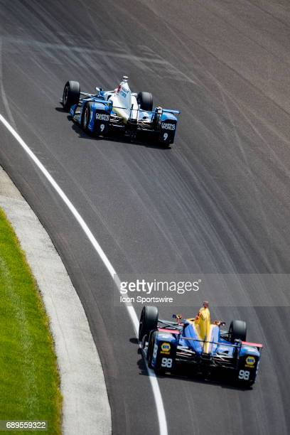 Ryan HunterReay driver of the Andretti Autosport Honda chases down Scott Dixon driver of the Chip Ganassi Racing Honda during the running of the...