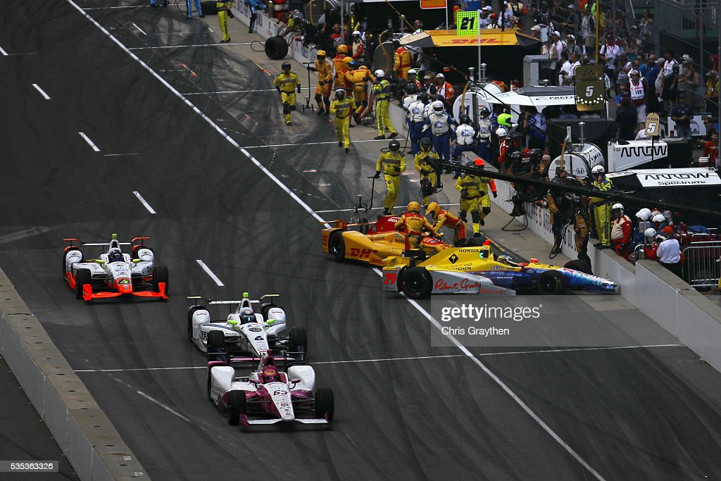 <a gi-track='captionPersonalityLinkClicked' href=/galleries/search?phrase=Ryan+Hunter-Reay&family=editorial&specificpeople=2197753 ng-click='$event.stopPropagation()'>Ryan Hunter-Reay</a>, driver of the #28 DHL Andretti Autosport Honda, and Towsend Bell, driver of the #29 Andretti Autosport Honda, make contact leaving the pits during the 100th running of the Indianapolis 500 at Indianapolis Motorspeedway on May 29, 2016 in Indianapolis, Indiana.