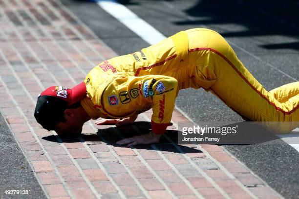 Ryan HunterReay driver of the DHL Andretti Autosport Honda Dallara kisses the bricks after winning the 98th running of the Indianapolis 500 at...