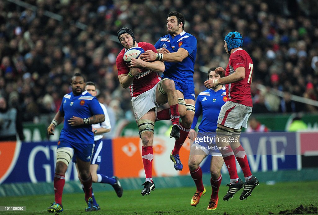 <a gi-track='captionPersonalityLinkClicked' href=/galleries/search?phrase=Ryan+Jones+-+Rugbyer&family=editorial&specificpeople=218029 ng-click='$event.stopPropagation()'>Ryan Jones</a> of Wales claims a high ball from Damien Chouly of France during the RBS Six Nations match between France and Wales at Stade de France on February 9, 2013 in Paris, France.