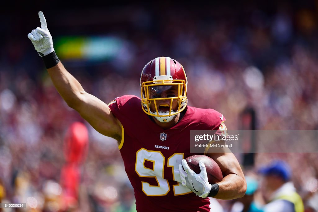 Ryan Kerrigan #91 of the Washington Redskins celebrates against the Philadelphia Eagles in the second half at FedExField on September 10, 2017 in Landover, Maryland.