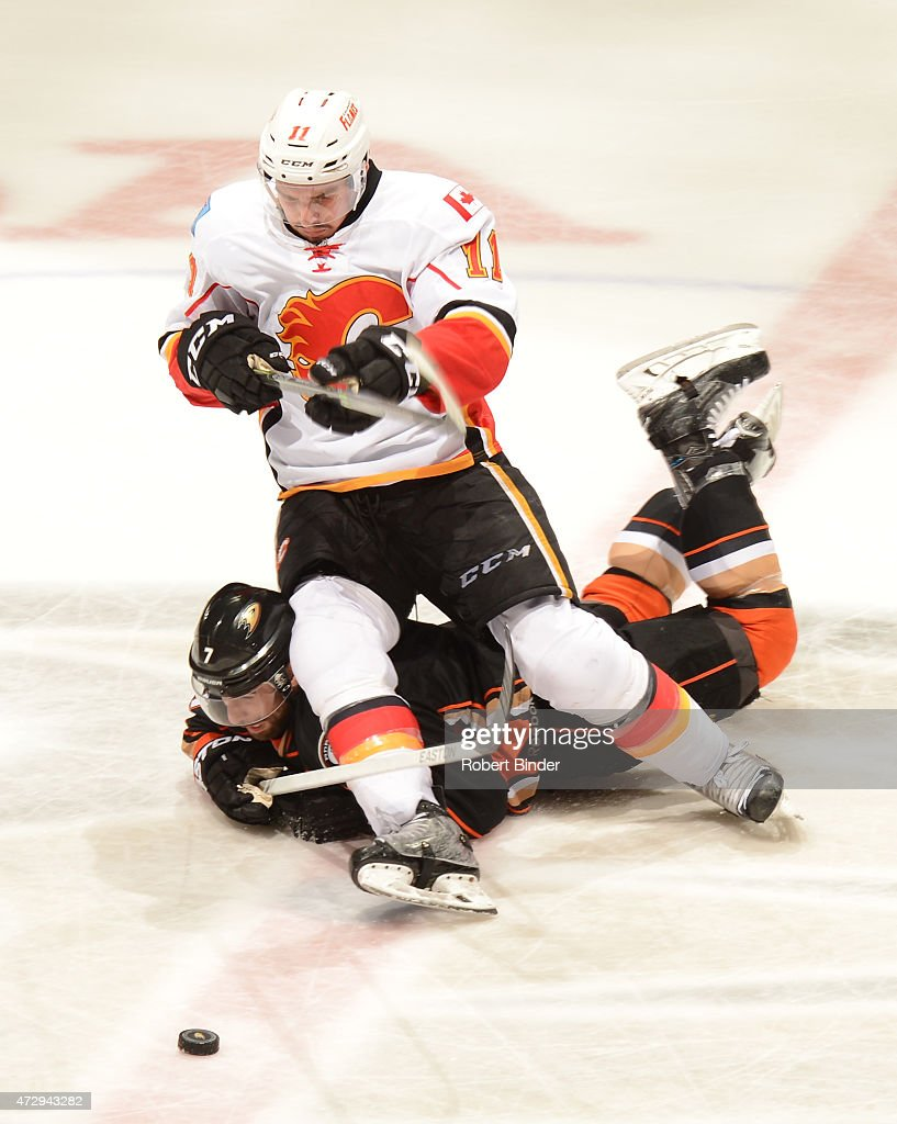 Ryan Kesler #17 of the Anaheim Ducks battles for the puck against Mikael Backlund #11 of the Calgary Flames in Game Five of the Western Conference Semifinals during the 2015 NHL Stanley Cup Playoffs at Honda Center on May 10, 2015 in Anaheim, California.
