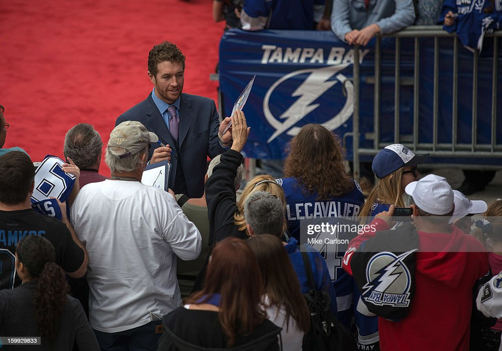Ryan Malone #12 of the Tampa Bay Lightning signs autographs along the red carpet before the game against the Washington Capitals at the Tampa Bay Times Forum on January 19, 2013 in Tampa, Florida.
