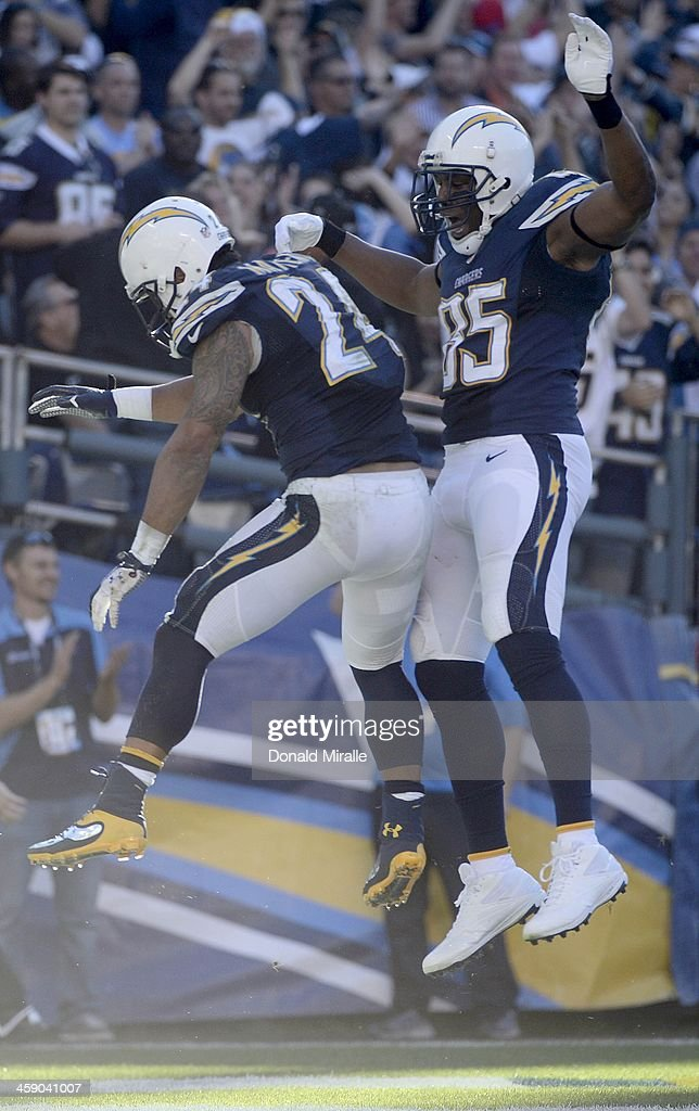 Ryan Mathews #24 of the San Diego Chargers celebrates his touchdown with Antonio Gates #85 against the Oakland Raiders on December 22, 2013 at Qualcomm Stadium in San Diego, California.