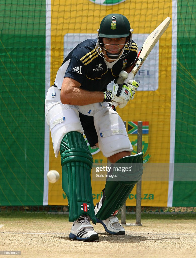 <a gi-track='captionPersonalityLinkClicked' href=/galleries/search?phrase=Ryan+McLaren&family=editorial&specificpeople=2227619 ng-click='$event.stopPropagation()'>Ryan McLaren</a> of South Africa during the 3rd T20 International match between South Africa and New Zealand at AXXESS St Georges on December 26, 2012 in Port Elizabeth, South Africa.
