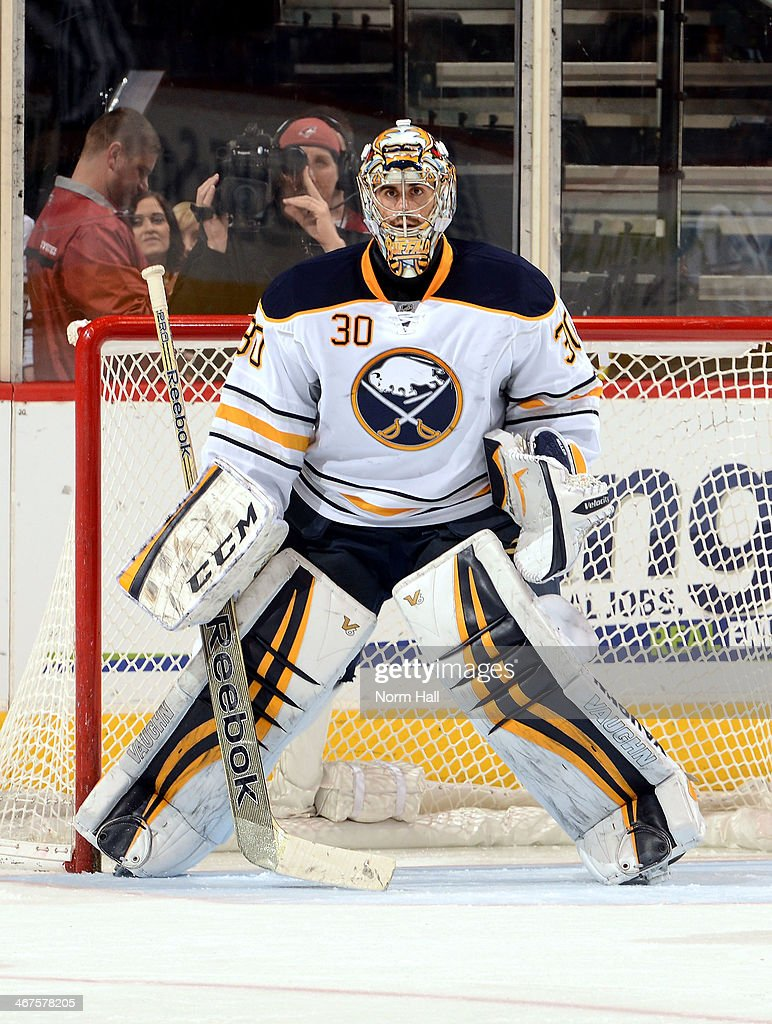 Ryan Miller #30 of the Buffalo Sabres gets ready to make a save against the Phoenix Coyotes at Jobing.com Arena on January 30, 2014 in Glendale, Arizona.