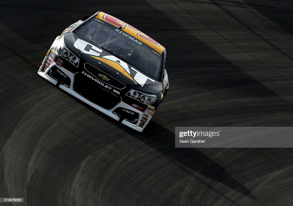 <a gi-track='captionPersonalityLinkClicked' href=/galleries/search?phrase=Ryan+Newman+-+Piloto+de+autom%C3%B3veis+de+corridas&family=editorial&specificpeople=12773547 ng-click='$event.stopPropagation()'>Ryan Newman</a>, driver of the #31 Caterpillar Chevrolet, drives his car during Testing at the Las Vegas Motor Speedway on March 3, 2016 in Las Vegas, Nevada.