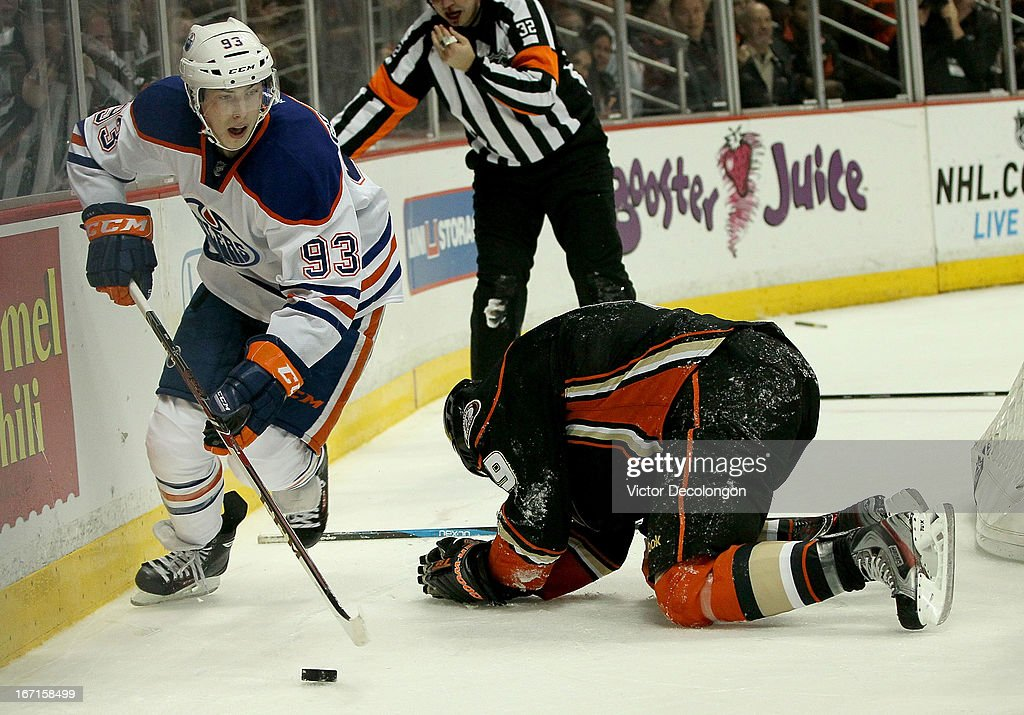 <a gi-track='captionPersonalityLinkClicked' href=/galleries/search?phrase=Ryan+Nugent-Hopkins&family=editorial&specificpeople=7144190 ng-click='$event.stopPropagation()'>Ryan Nugent-Hopkins</a> #93 of the Edmonton Oilers controls the puck behind the net around Bobby Ryan #9 of the Anaheim Ducks during the NHL game at Honda Center on April 8, 2013 in Anaheim, California. The Ducks defeated the Oilers 2-1.