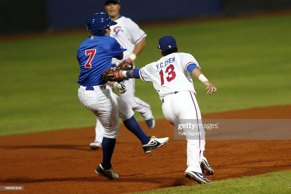 Ryan Pineda #7 of Team Chinese Taipei avoids the tag of Yung-Chi Chen of Team Chinese Taipei in the bottom of the fourth inning during Game 4 of the 2013 World Baseball Classic Qualifier between Team Chinese Taipei and Team Philippines at Xinzhuang Stadium on November 16, 2012 in New Taipei City, Taiwan.