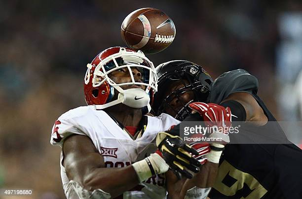 Ryan Reid of the Baylor Bears breaks up the pass intended for Durron Neal of the Oklahoma Sooners in the third quarter at McLane Stadium on November...