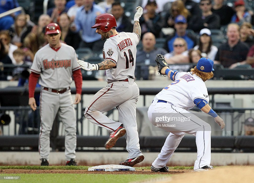 Ryan Roberts #14 of the Arizona Diamondbacks avoids the tag from <a gi-track='captionPersonalityLinkClicked' href=/galleries/search?phrase=Justin+Turner&family=editorial&specificpeople=550296 ng-click='$event.stopPropagation()'>Justin Turner</a> #2 of the New York Mets for an eighth inning infield hit at Citi Field on May 5, 2012 in the Flushing neighborhood of the Queens borough of New York City.